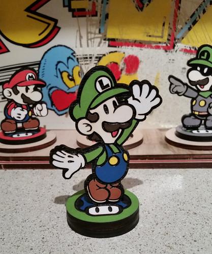 Custom Paper Mario Amiibo by SuperAmiigos - Luigi