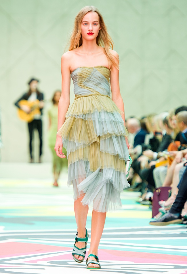 3 Burberry Prorsum Womenswear Spring Summer 2015