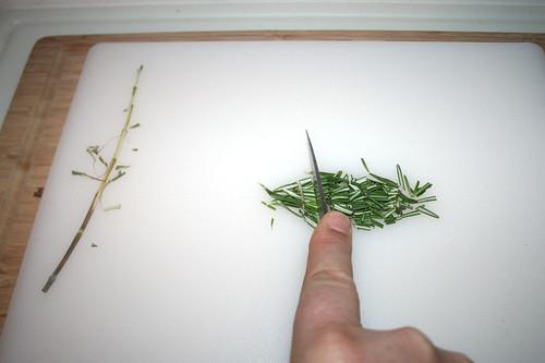 10 - Rosmarin grob zerkleinern / Hackle rosemary