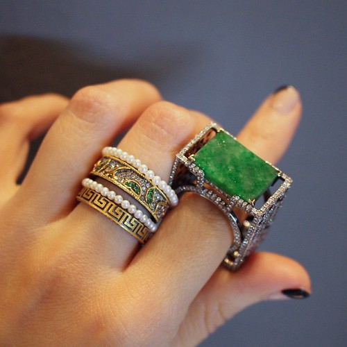 The ring Michelle Obama wore to a dinner party at Buckingham Palace, paired with individual stacking rings all by @dicksonyewn #LUXURYbyJCK #GemGossipdoesVegas #luxeinteligence