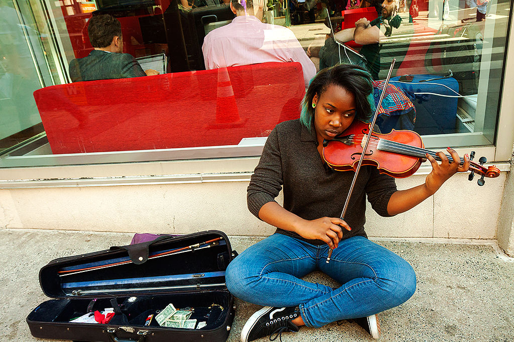 Young-violinist-at-17th-and-Walnut-on-5-15-15--Center-City