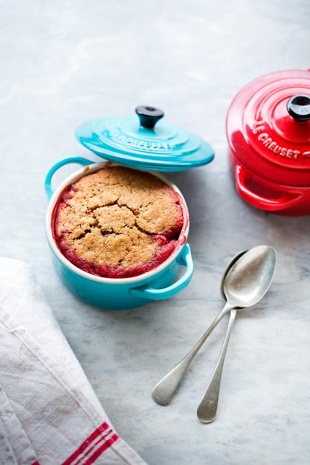 Pudding di fragole con farina d'orzo, mascobado e vaniglia