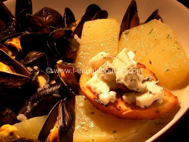 Moules Sauce au Roquefort & Pommes de Terre Nature © Ana Luthi 08