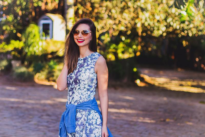 6-look do dia vestido florido com camisa jeans amarrada jana taffarel blog sempre glamour