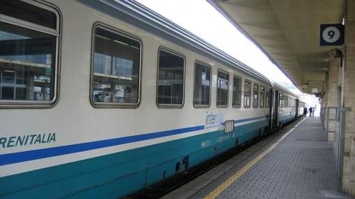 FUSCALDO. 15enne travolta e uccisa dal treno mentre attraversa i binari