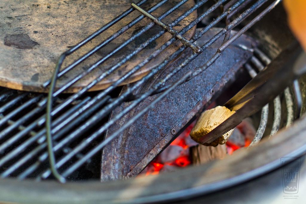 Weber Summit Charcoal Holzkohlegrill : Adding wood chunks to weber summit charcoal grill www.anotu2026 flickr