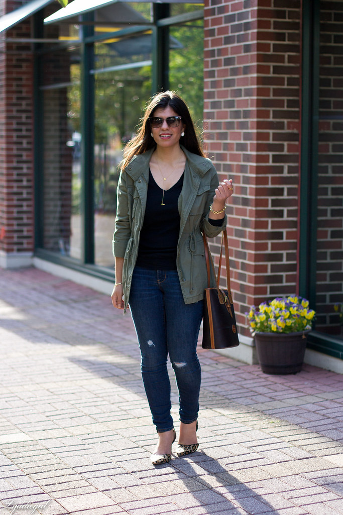 utility jacket, denim, leopard pumps black tee.jpg