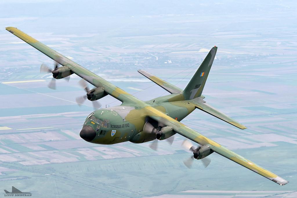 RoAF C130 Hercules in zbor 17562414951_e342174f92_b