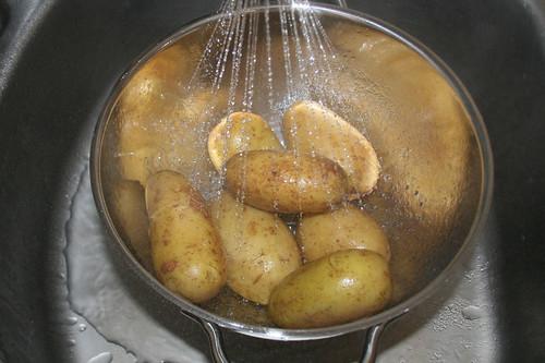 16 - Kartoffeln abgießen & abschrecken / Drain & refresh potatoes