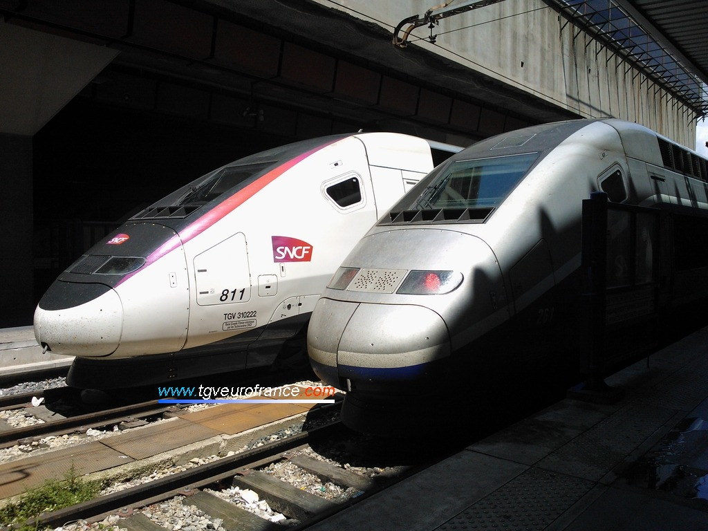 La rame TGV Euroduplex 811 SNCF et la rame TGV Duplex 261 SNCF d'Alstom Transport