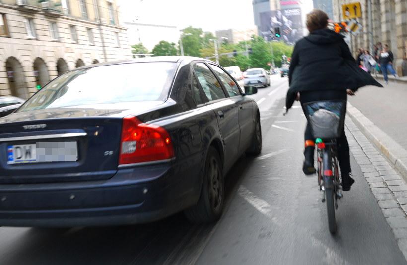 wyprzedzanie rowerzysty
