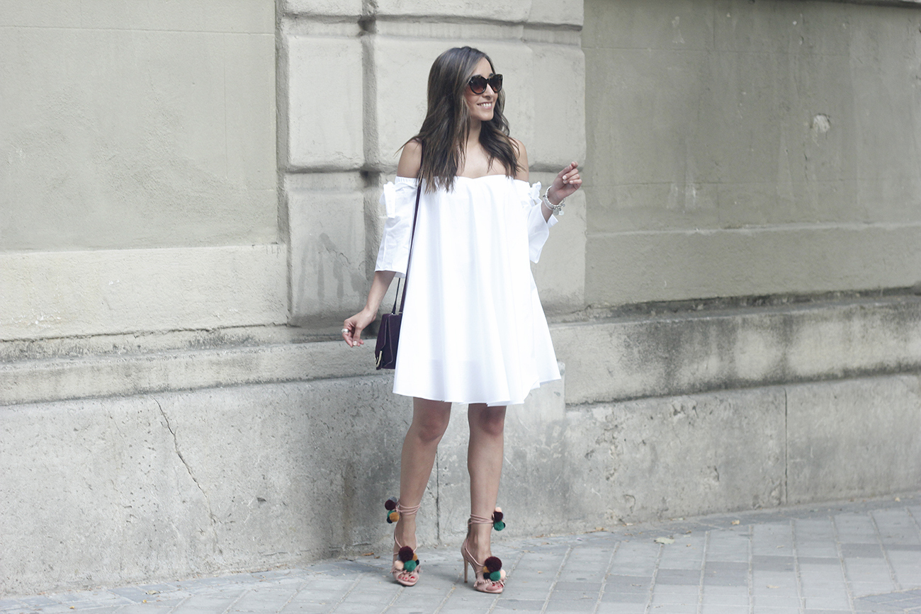white off the shoulders dress sandals with pompoms burgundy uterqüe bag sunnies summer outfit06