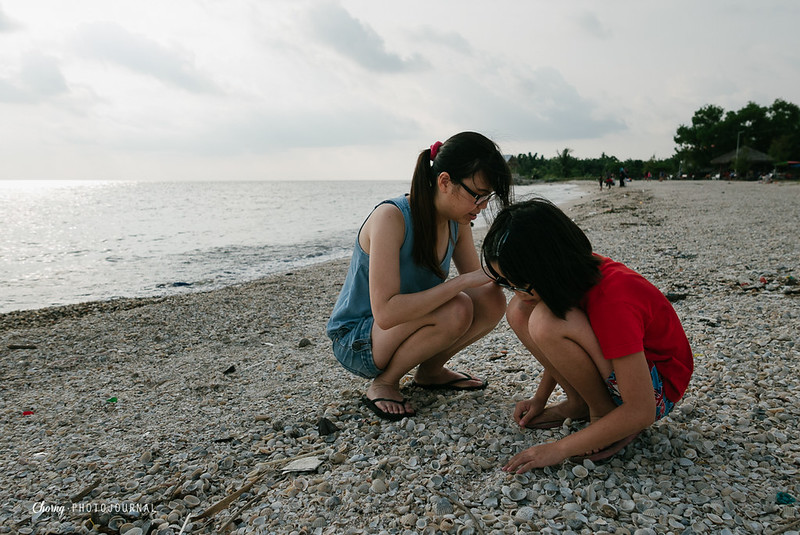 seaching for seashell at pantai redang