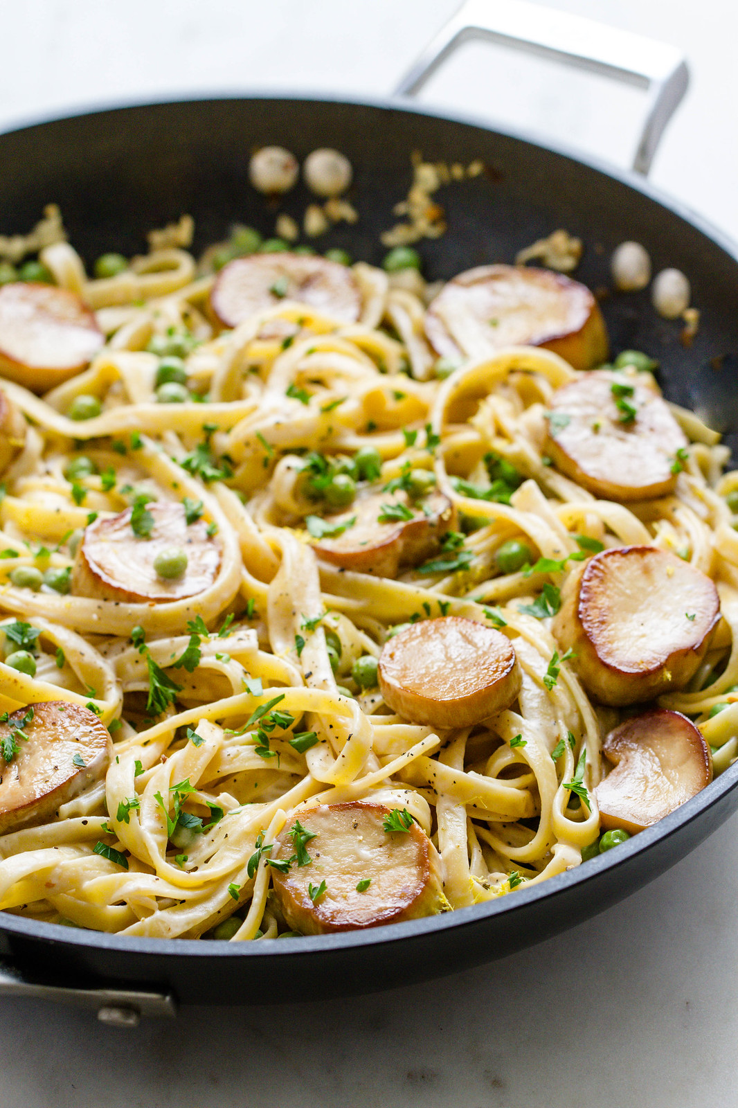 ONE-POT CREAMY FETTUCCINE + PEAS & KING OYSTER MUSHROOM 'SCALLOPS'