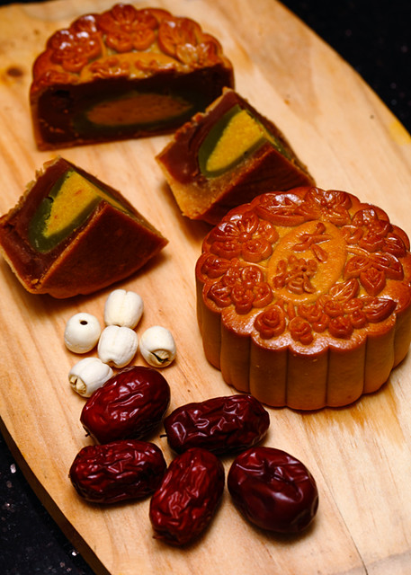 Grand Harbour Golden Emerald Dates Moon Cake