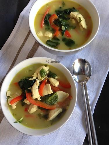 Thaise soep met kip en zoodles