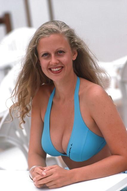 Bikini free pic pussy