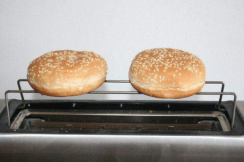 18 - Brötchen auftoasten / Toast buns