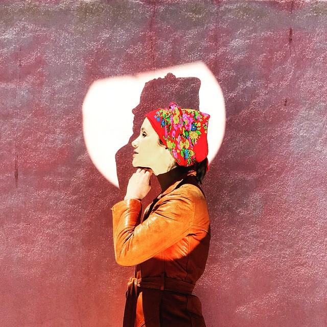 On the Spotlight worrying about double chin! Foto de @jonisilva #reflected_stories #diasdefeira