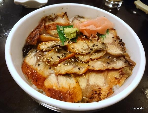 Chirashi anguille grillée avec riz nature
