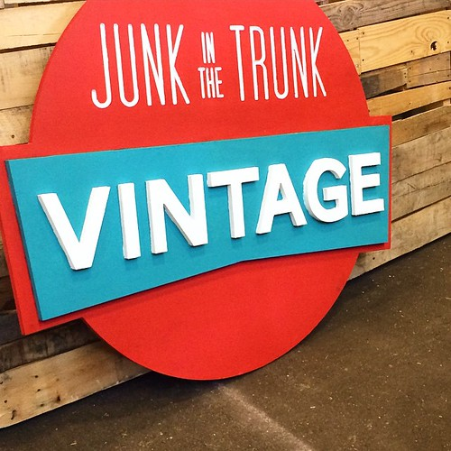 Treasure hunting @junkinthetrunkvintagemarket @junknlove #scottsdaleaz #arizona
