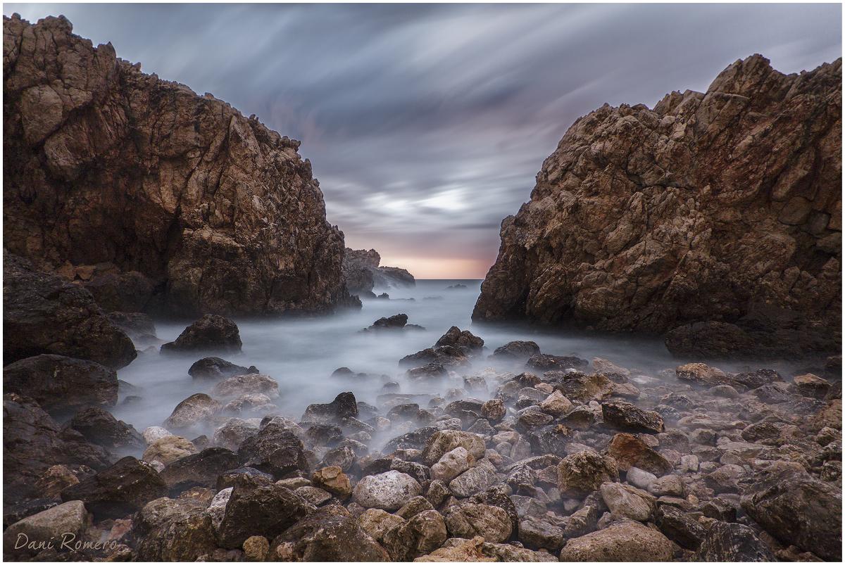 113.Entre rocas