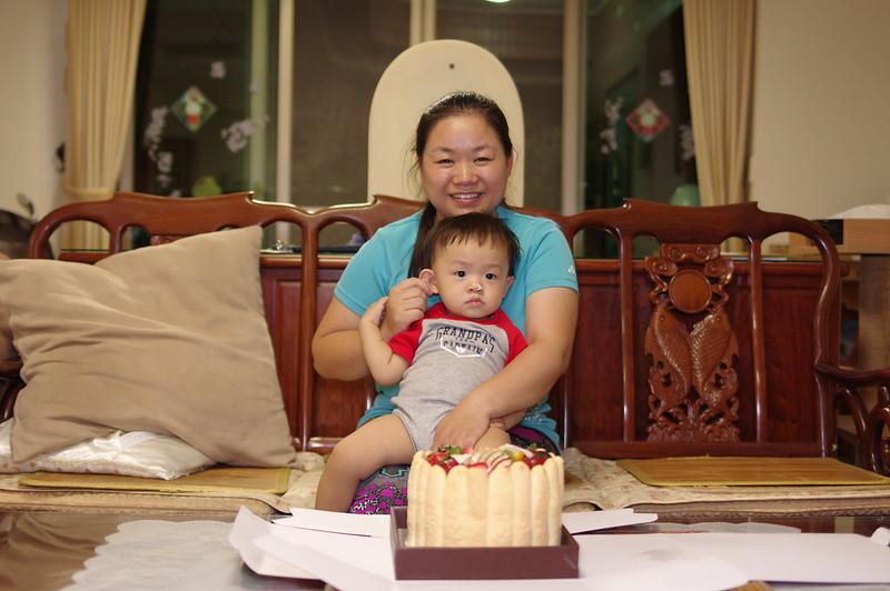 寶寶滿1歲了,生日快樂