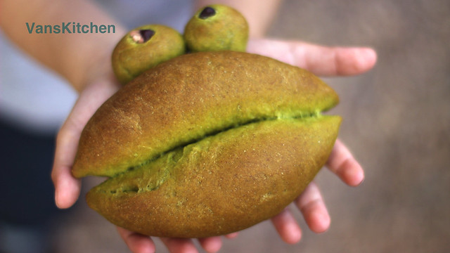 Froggy spinach bread