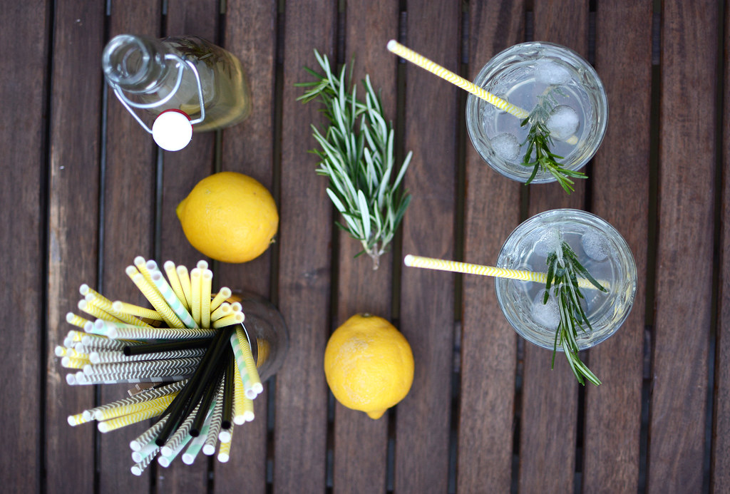 Zitronen-Rosmarin-Drinks