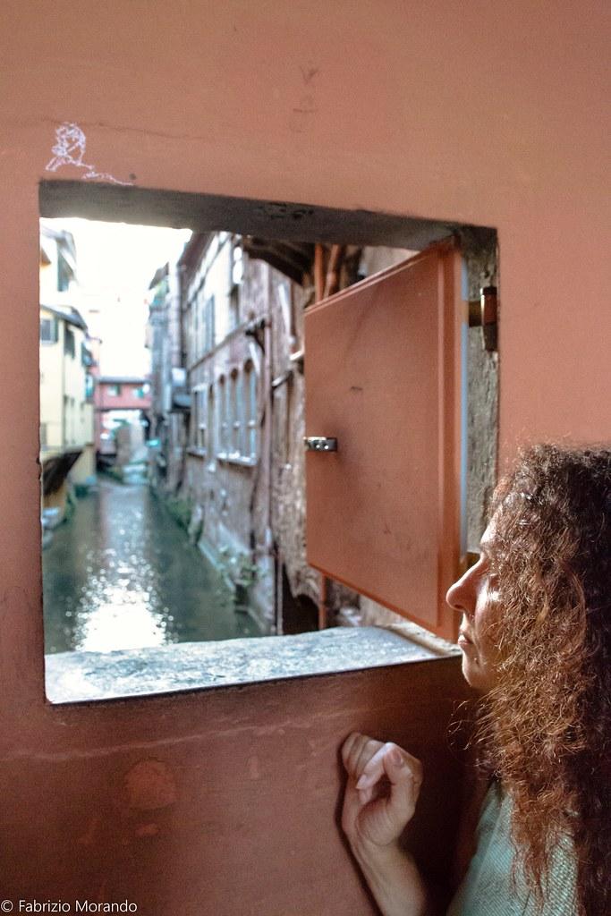Bologna la finestrella sul canale in via piella quest 39 an flickr - Bologna finestra sul canale ...