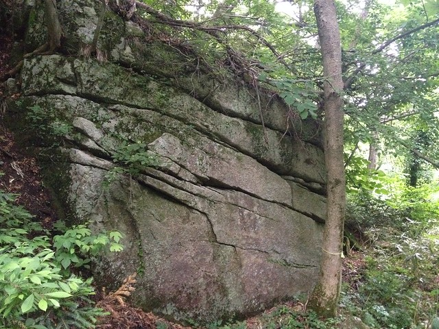 貝月山 長者平ルート 重ね岩