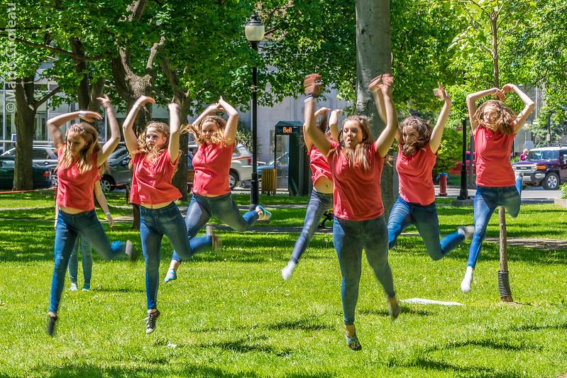 DansEncore - Jeunes danseuses en répétition.