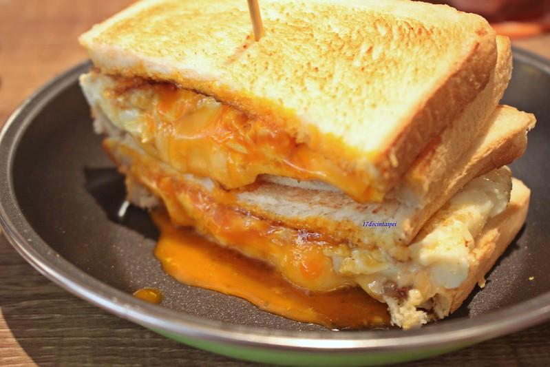 台北美食-三重餓店烤吐司-17度C隨拍 (42)