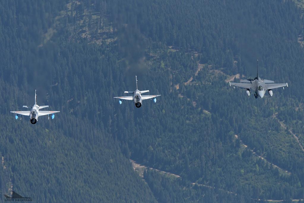 RoAF MiG-21 si FAP F-16 in zbor 18128867241_1f5967a0d0_b