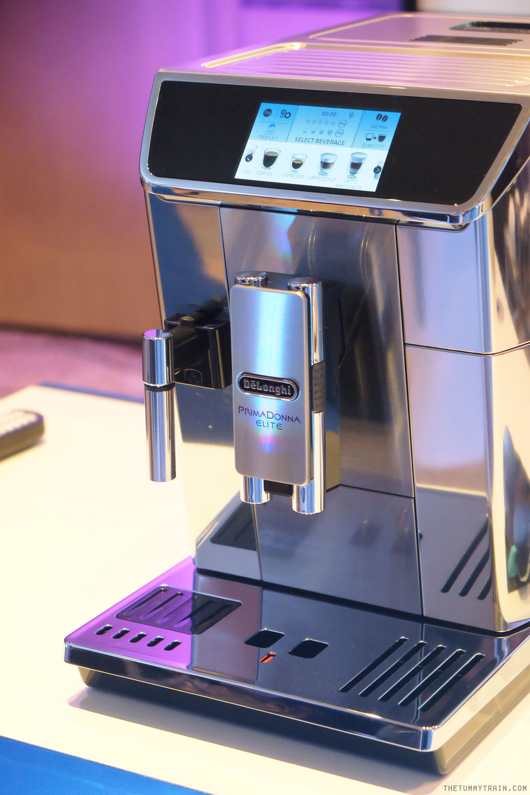 28337168632 51b95ebe06 h - DeLonghi PrimaDonna Elite puts coffee making at the palm of your hand